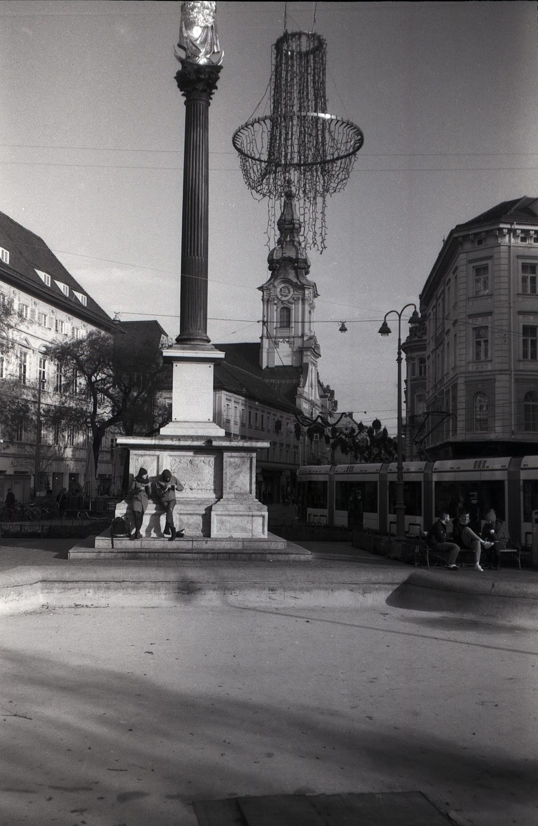 #011 Film per day – Outdoor dining by the fountain, Graz