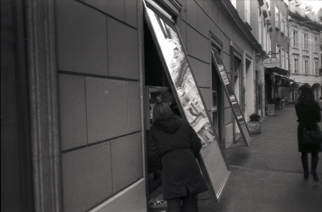#013 Film per day – Arranging the shop window, Graz