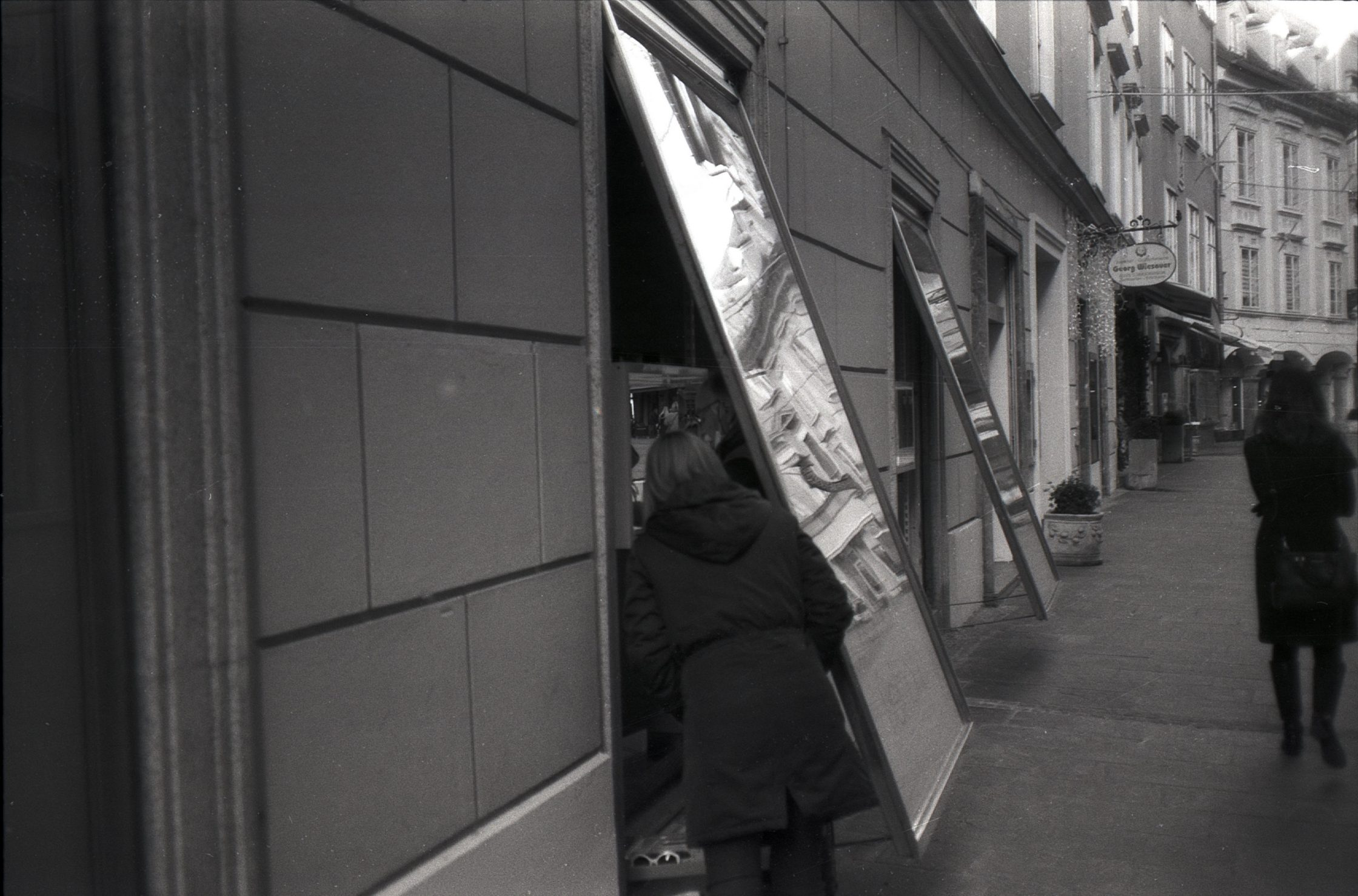 #013 Film per day – Arranging the shop window, Graz