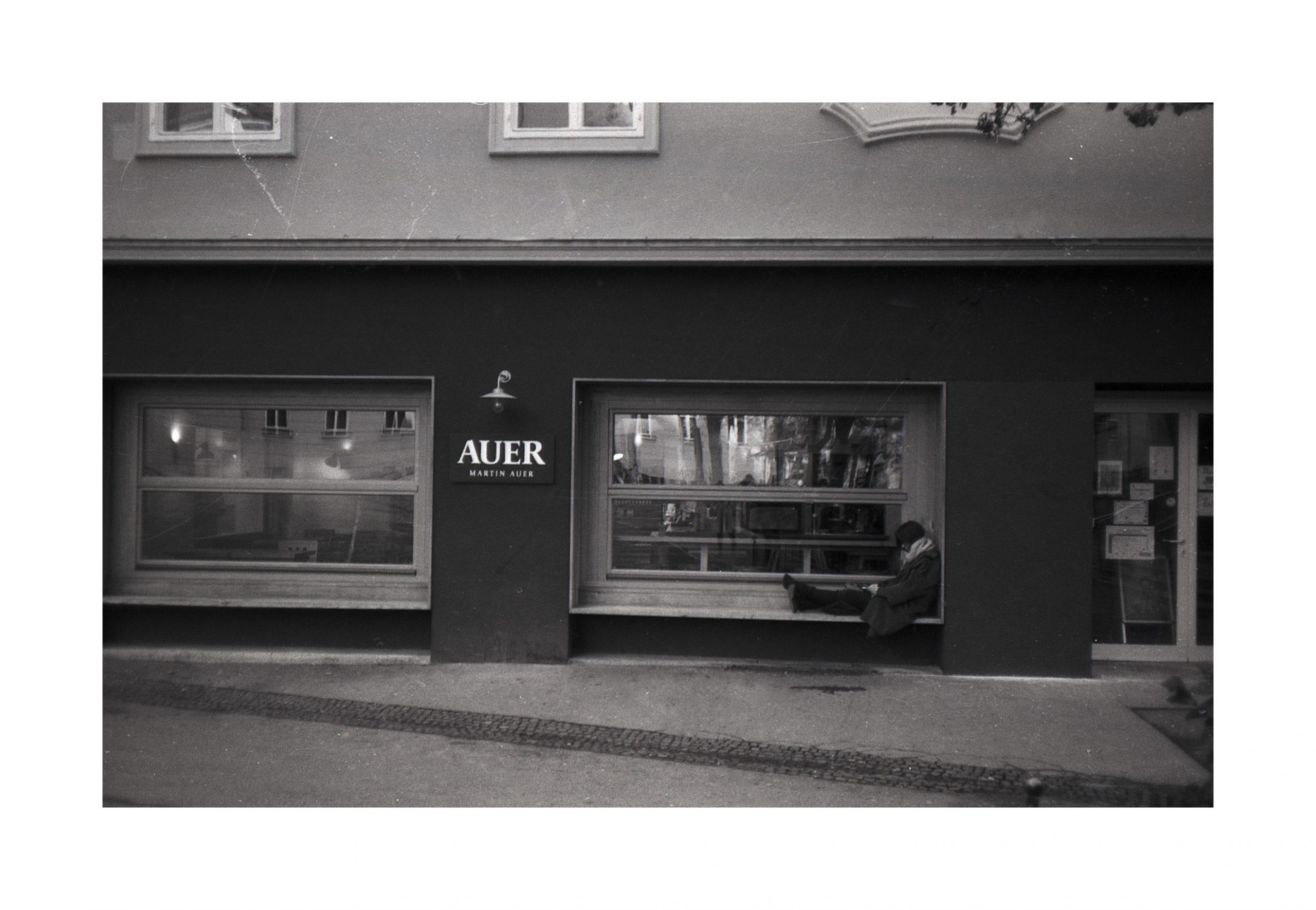 #014 Film per day – Timeout on the window sill, Graz