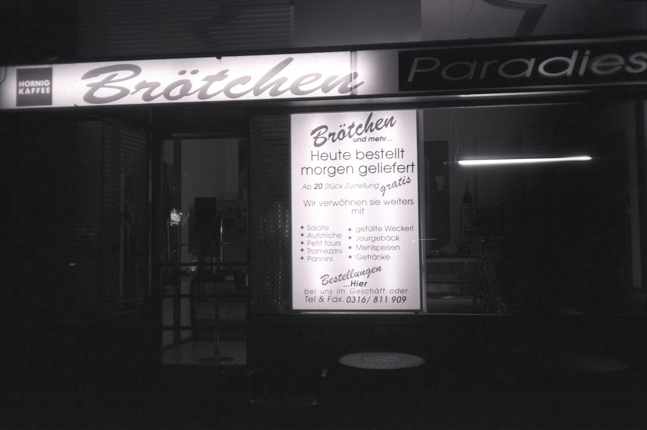 #033 Brötchen Paradies at night, Graz