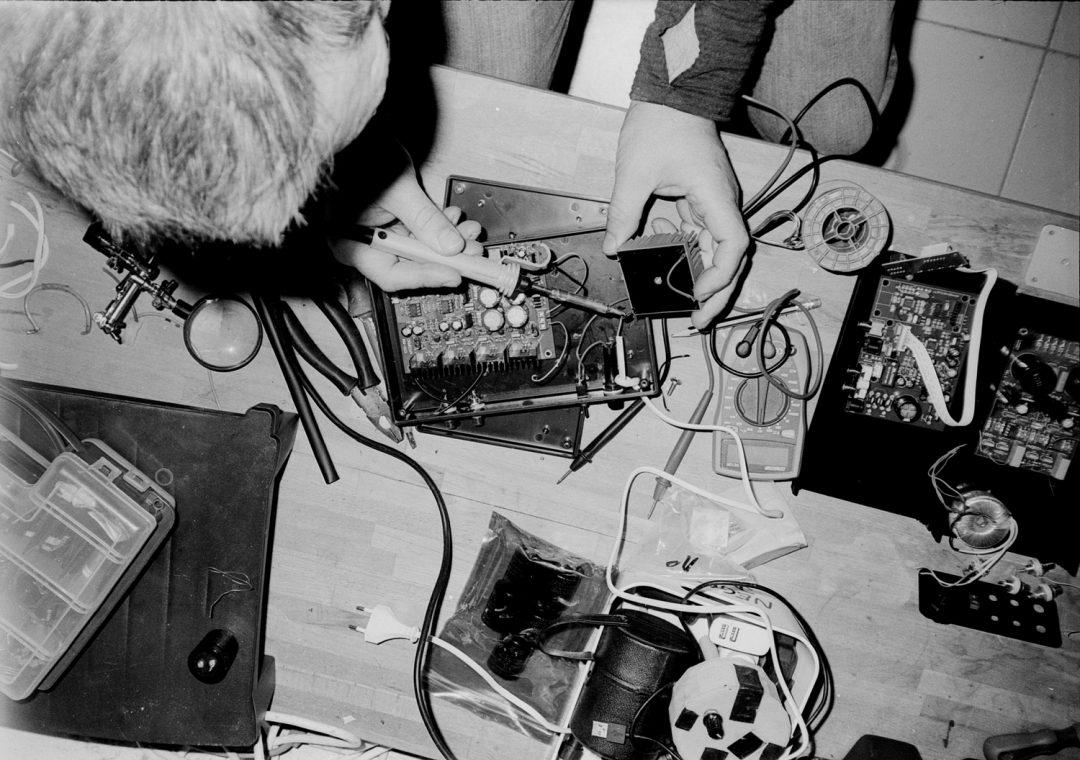 #048 Self portrait - Building a headphone amplifier