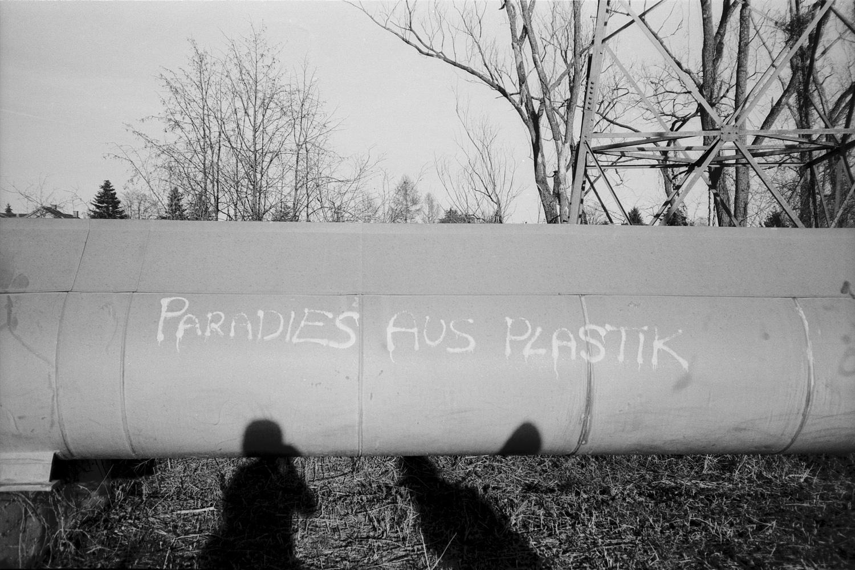 #050 Paradies aus Plastik