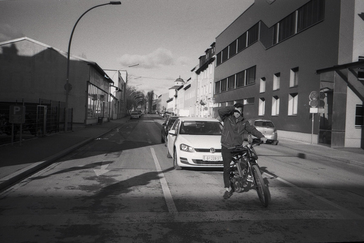Olympus XA with ILFORD PAN 100 - Graz, Crossing the street
