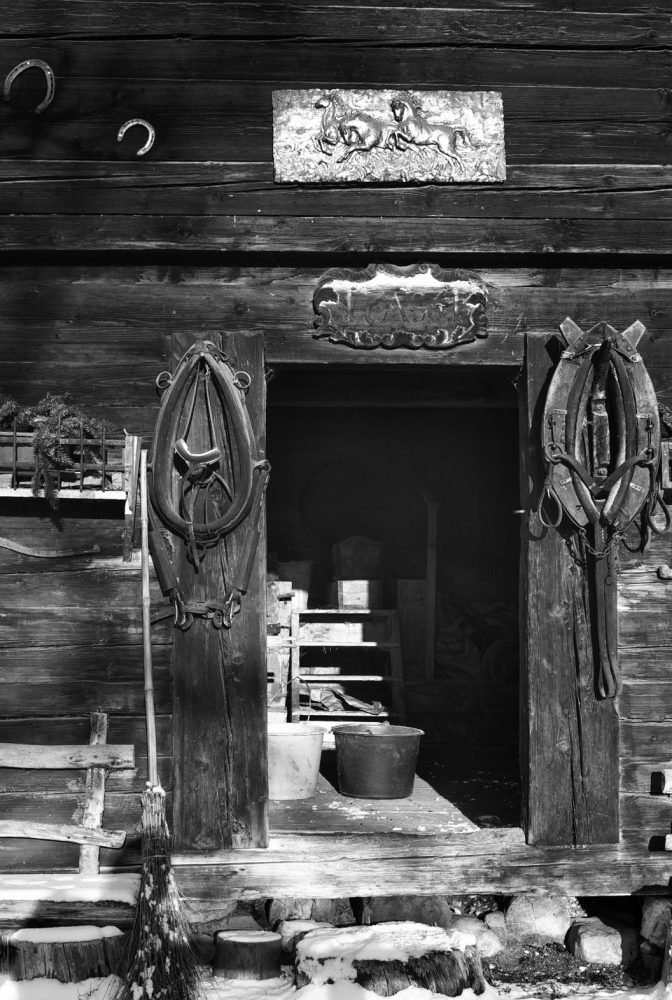 Stable Store, Leiten