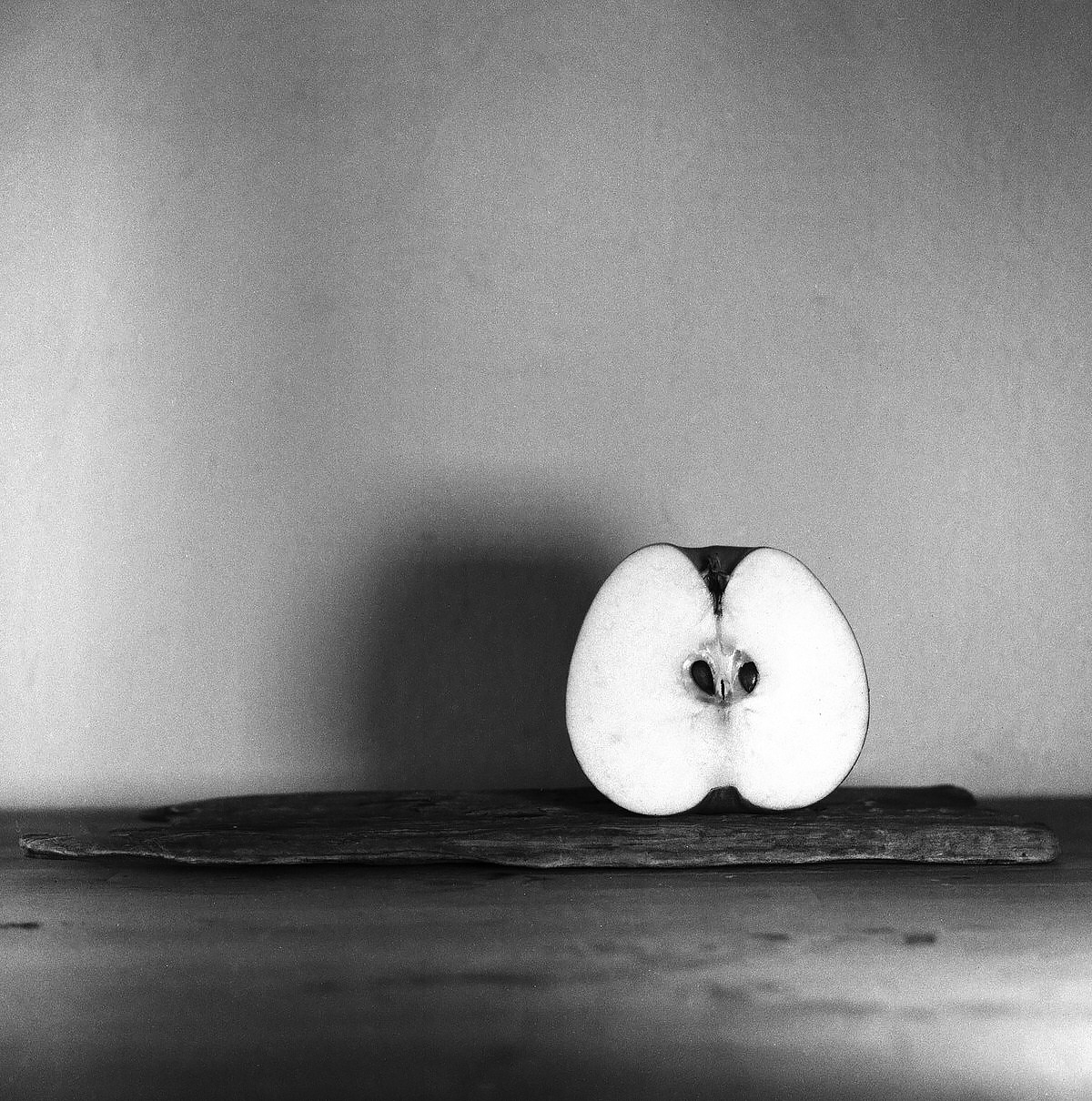 Apple - Still Life Photography | Yashica MAT124 with Fomapan