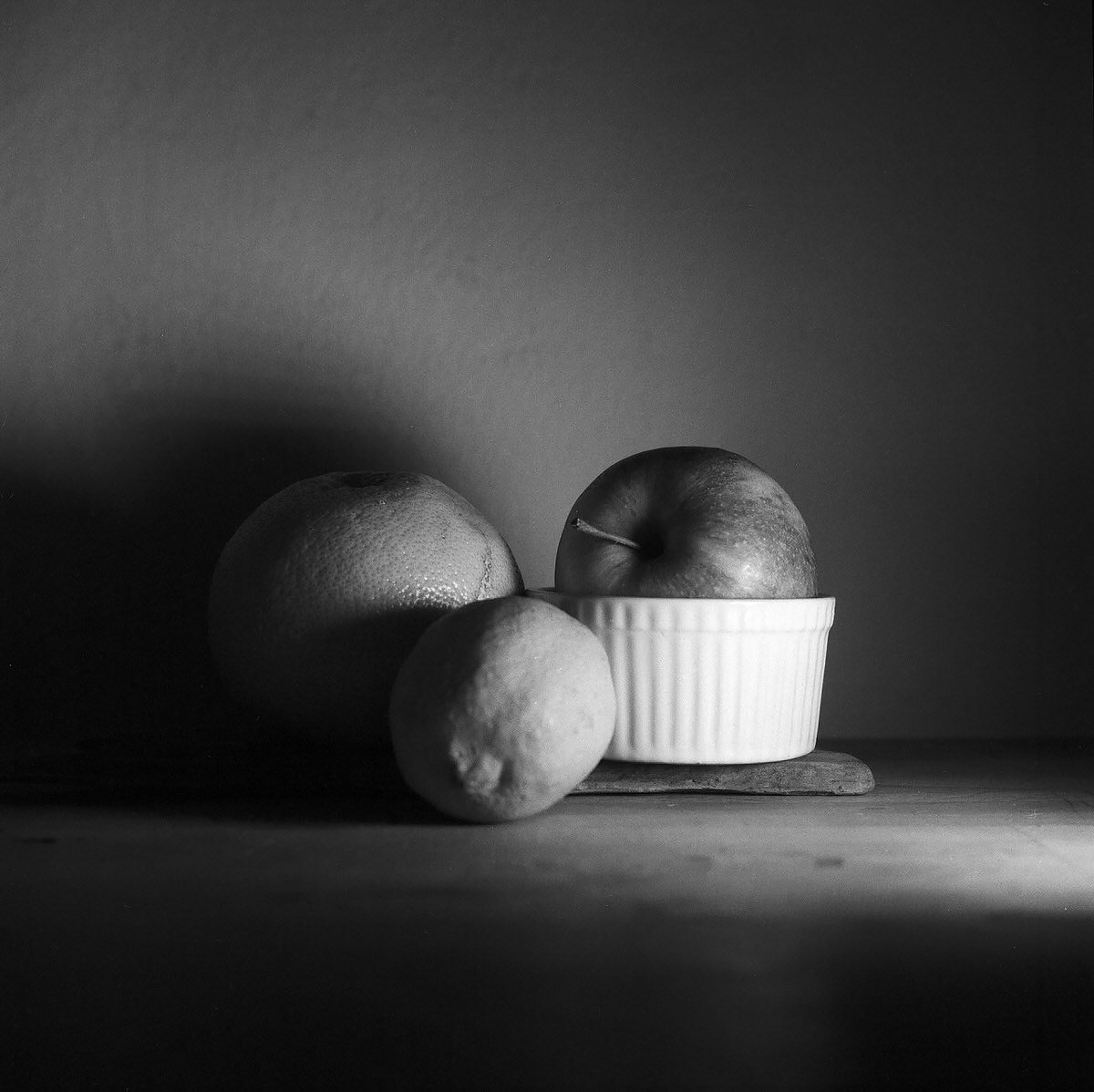 Apple & Lemon - Still Life Photography | Yashica MAT124 with Fomapan